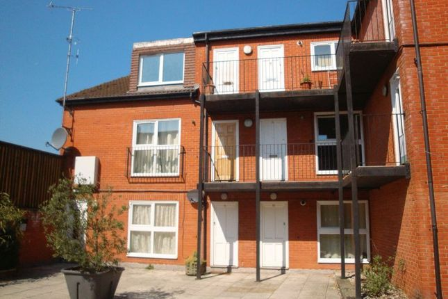 Thumbnail Flat to rent in Russell Hill Place, Purley