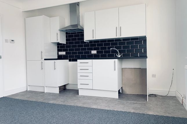 Thumbnail Flat to rent in Westbank Road, Tranmere, Birkenhead