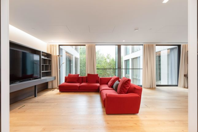 Thumbnail Flat to rent in Southbank Place, Belvedere Road