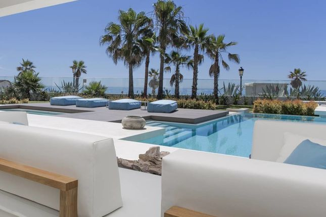 Thumbnail Villa for sale in Playa Puerto Banús, Spain