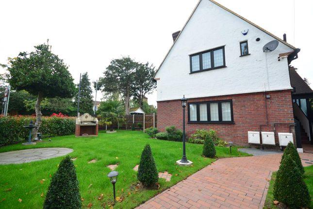 Thumbnail Flat to rent in Bushey Grove Road, Bushey