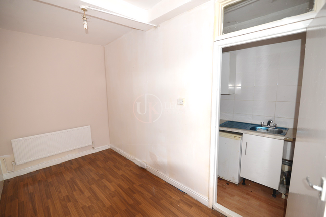 Lounge of Staniforth Road, Sheffield S9