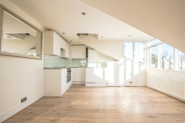 Flat to rent in South Hill Park, Hampstead, London