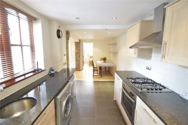 Thumbnail Flat to rent in Fifield, Maidenhead, Firfield, Maidenhead