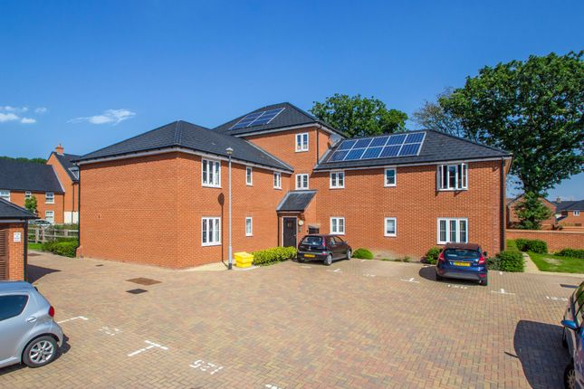 Thumbnail Flat for sale in Robins Path, Benfleet