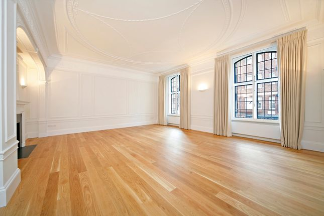 Thumbnail Flat to rent in Wellesley House, Sloane Square, London