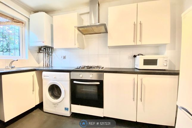 2 bed terraced house to rent in Andrew Close, Ilford IG6