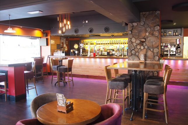 Thumbnail Pub/bar for sale in Licenced Trade, Pubs & Clubs HU5, & Lounge, 26-28 Princes Avenue, East Yorkshire