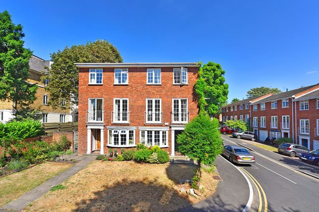 Thumbnail Town house to rent in Cumberland Close, London