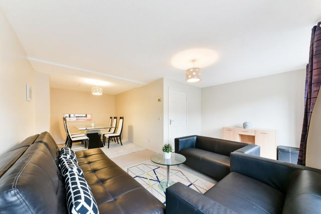 Thumbnail Property to rent in Cinnamon Street, Wapping