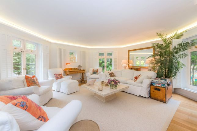 Flat to rent in Fitzjohns Avenue, Hampstead, London