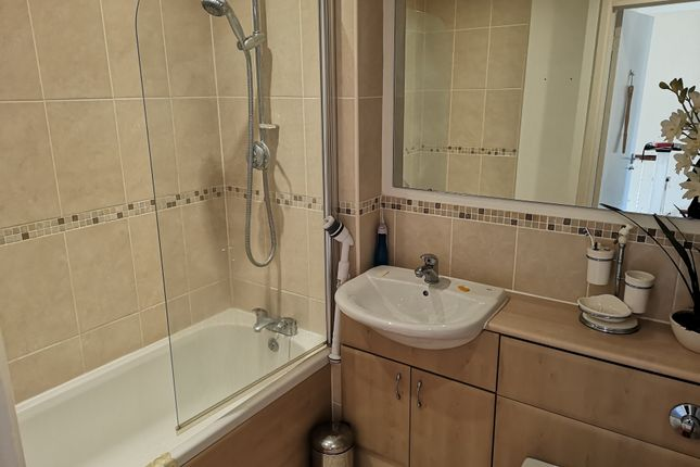 Modern Bathroom of Avenue Court, Gosport PO12