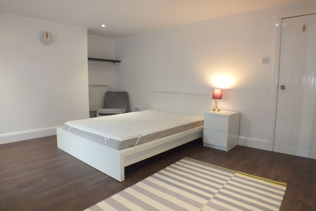 Room to rent in Wilson Road, Reading