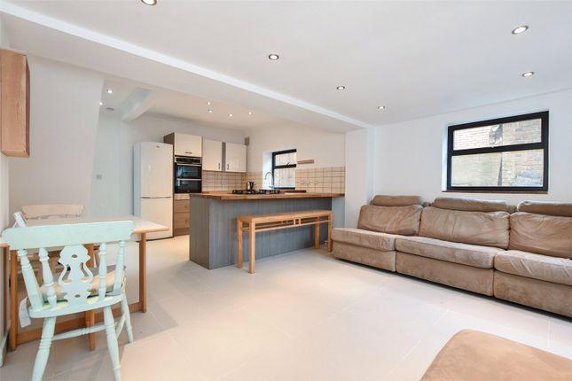 3 bed flat to rent in Glenarm Road, London E5