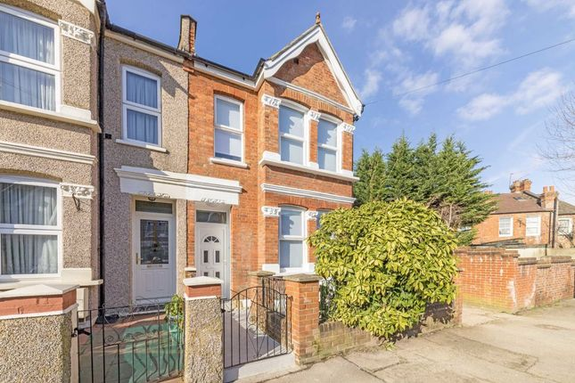 4 bed property for sale in Selwyn Road, London NW10