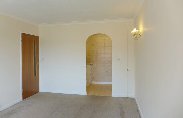 Thumbnail Flat to rent in Homebredy House, East Street, Bridport, Dorset