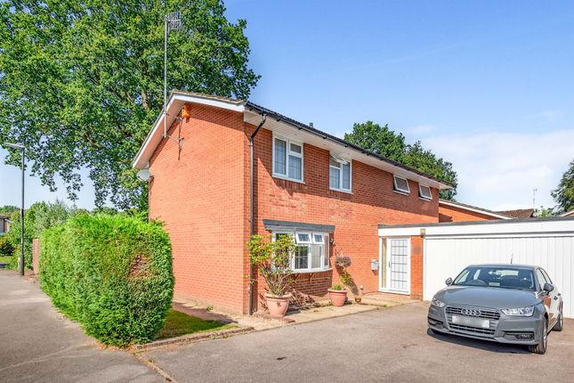 Thumbnail Detached house for sale in Hexham Close, Worth, Crawley