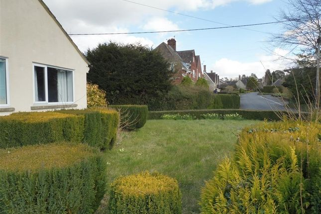Thumbnail Bungalow to rent in Middle Lane, Cherhill, Calne