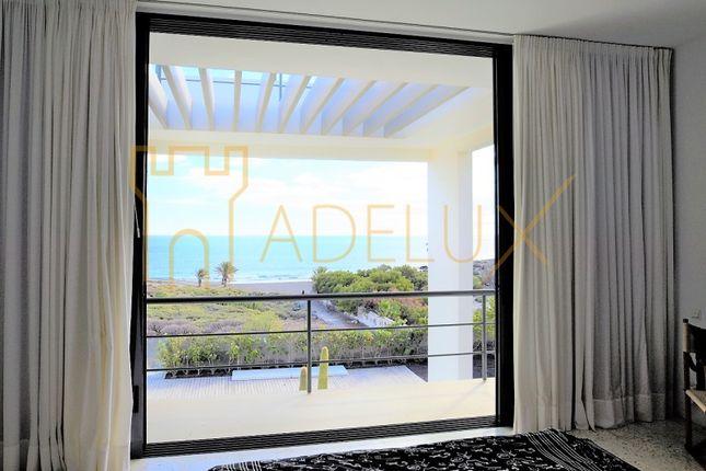 Thumbnail Villa for sale in El Médano, El Médano, Granadilla De Abona