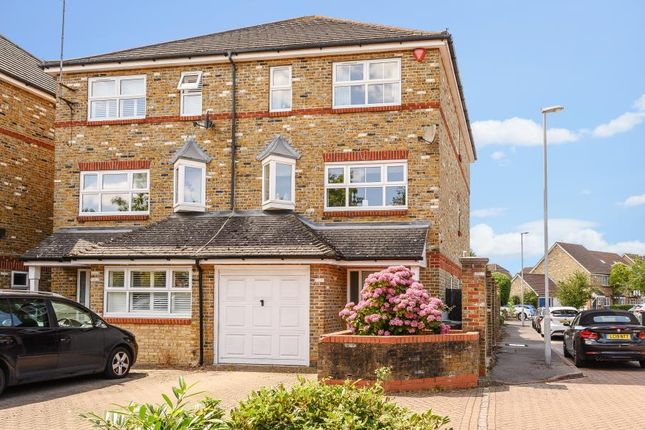 Thumbnail Town house for sale in Camel Grove, Kingston Upon Thames