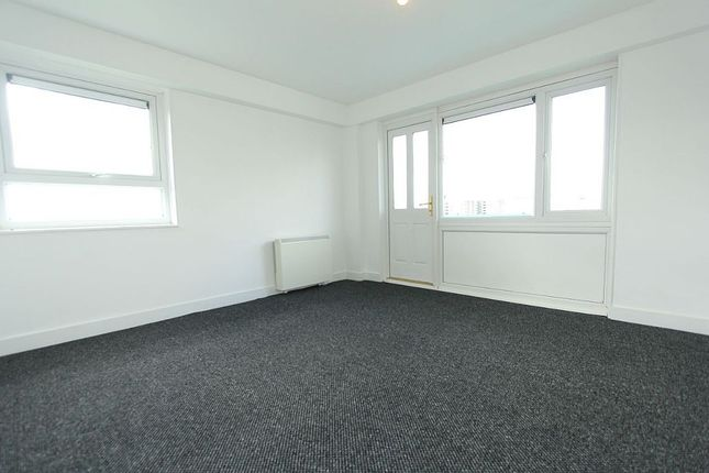 Thumbnail Flat to rent in Spalding Towers, Leeds, West Yorkshire