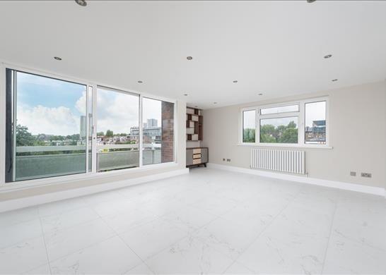 Thumbnail Flat to rent in Wellington House, Belsize Park, London