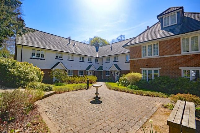 2 bed mews house for sale in Wood Road, Hindhead GU26