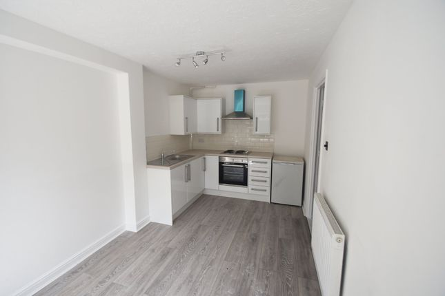 Thumbnail Flat to rent in Marina Approach, Yeading, Hayes