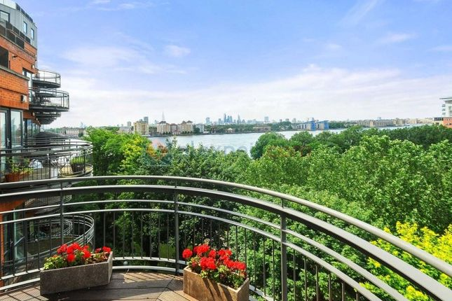 Thumbnail Flat for sale in Arnhem Place, London
