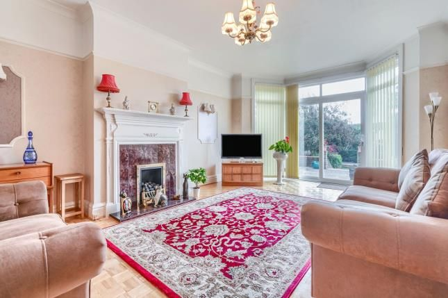 Thumbnail Flat for sale in Wilbury Crescent, Hove, East Sussex, Uk