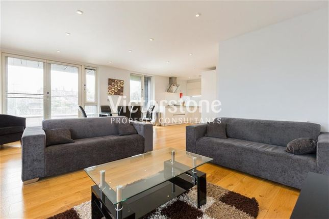 Thumbnail Flat to rent in Heneage Street, Spitalfields, London
