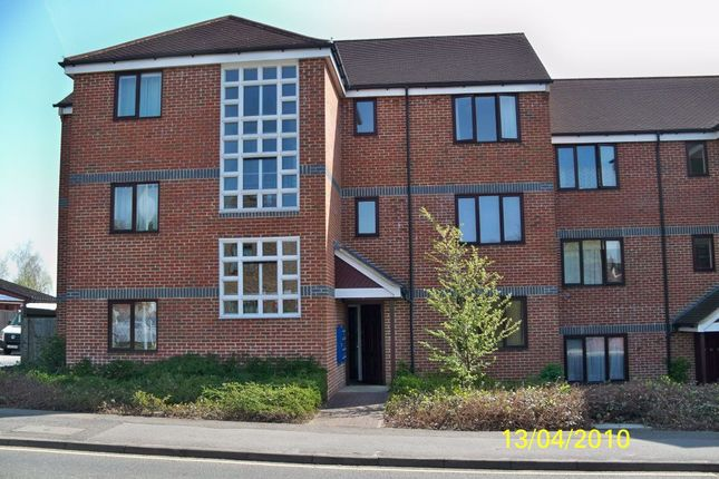 Thumbnail Flat to rent in St. Laurence Way, Slough