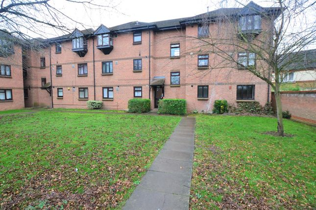 Thumbnail Studio to rent in Vicarage Way, Colnbrook, Slough