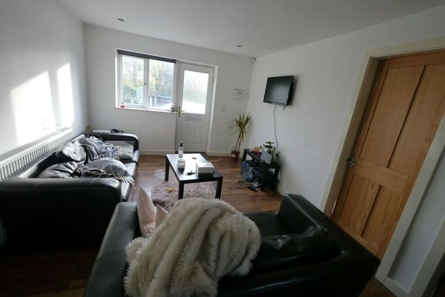 Thumbnail Property to rent in Park View Avenue, Burley, Leeds