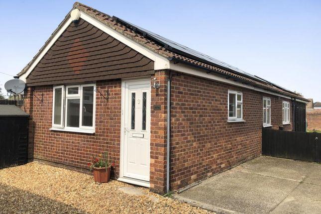 Thumbnail Detached bungalow to rent in Bath Road, Thatcham
