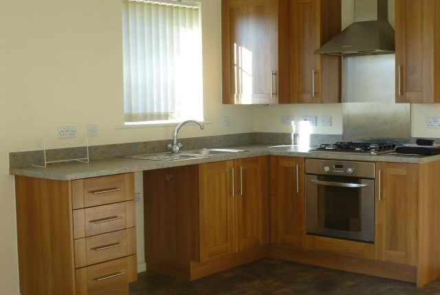 2 bed flat to rent in Manorhouse Close, Walsall WS1