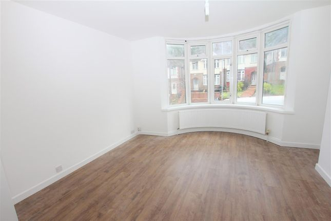 Thumbnail Property to rent in Farley Hill, Luton, Bedfordshire