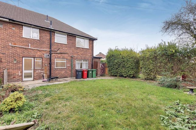 Thumbnail Maisonette for sale in Deena Close, Berkshire, Slough