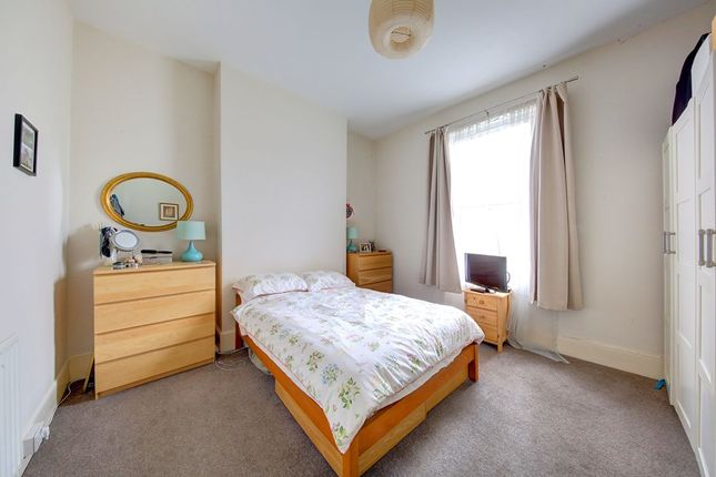 Thumbnail Flat to rent in Chestnut Grove, Balham