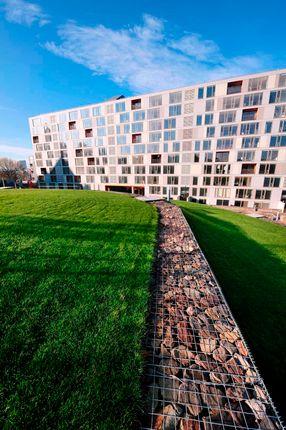 Thumbnail Flat to rent in Saxton Gardens, The Avenue, Leeds