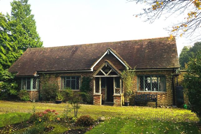 Thumbnail Detached house to rent in Meath Green Lane, Horley, Surrey