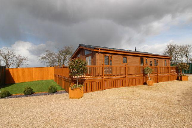 Thumbnail Mobile/park home for sale in Laughton Road, Blyton, Gainsborough