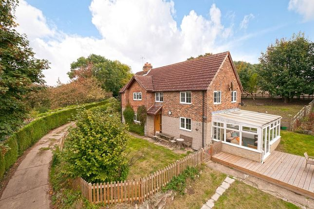 Thumbnail Farmhouse for sale in Bow Hill, Yalding, Maidstone