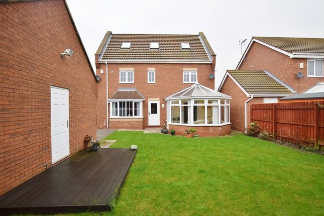 Thumbnail Detached house for sale in Rivelin Park, Kingswood, Hull