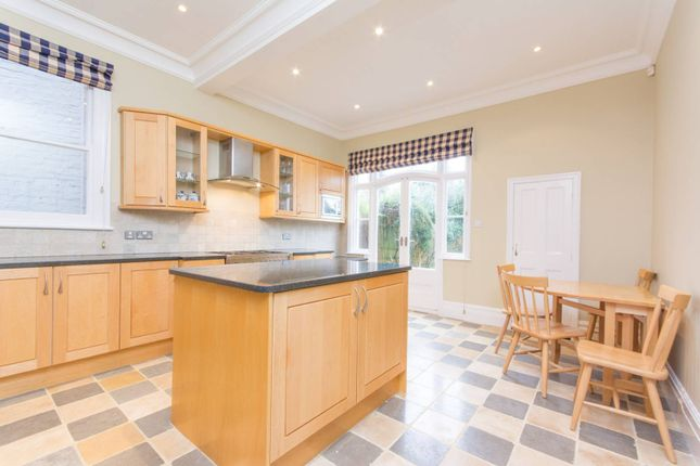 Thumbnail Property to rent in Church Crescent, Finchley Central