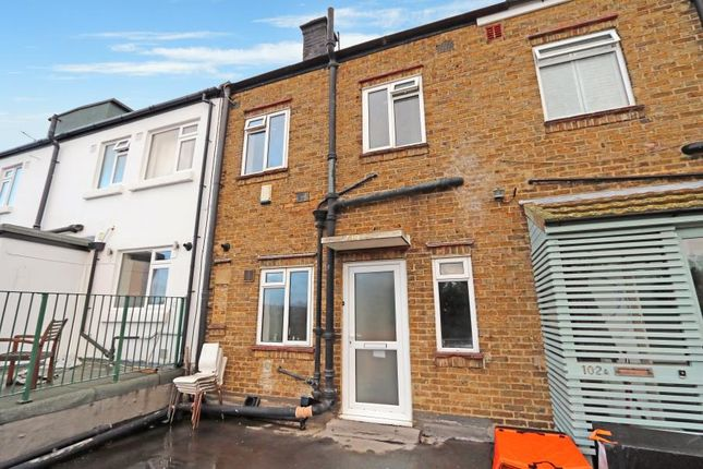 2 bed maisonette to rent in Castle Parade, Ewell By Pass, Ewell, Epsom KT17