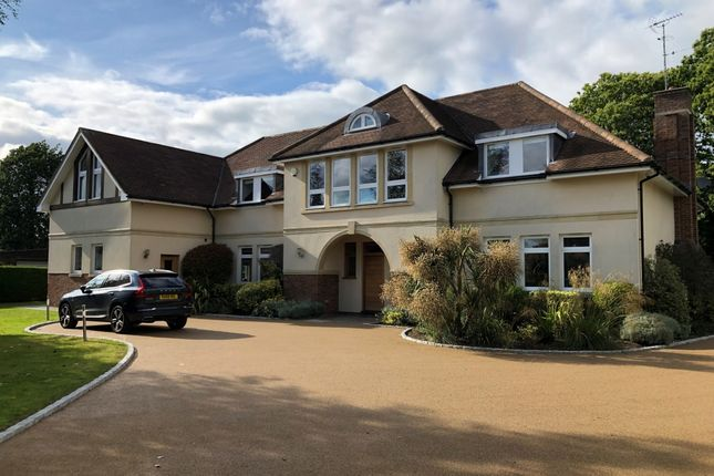 Thumbnail Flat to rent in Penn Road, Knotty Green, Beaconsfield