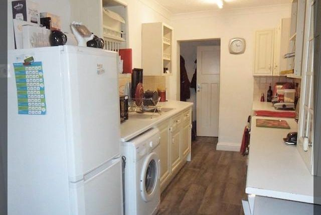 Thumbnail Flat to rent in Chanterlands Avenue, Hull