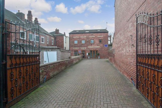 Photo 10 of Tower House Guest House, Pontefract, West Yorkshire WF8