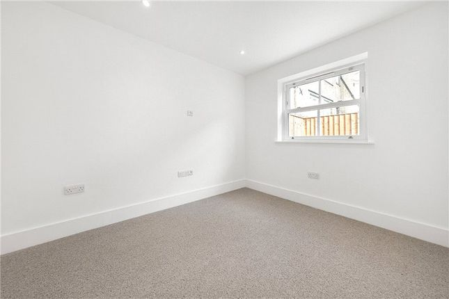 Picture No. 07 of Kit Apartments, 151 Camberwell New Road, Oval, London SE5